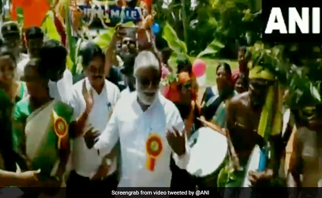 Dasara 2019: Karnataka MLA N Mahesh Dances On Drum Beats At Gramin Dasara