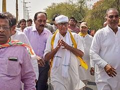दिग्विजय सिंह बोले- महात्मा गांधी जिंदा होते तो कश्मीर से Article 370 हटाए जाने के फैसले के खिलाफ निकालते मार्च
