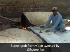 Video Viral: ঘ্রাণে নয়, দর্শনেই পেট ভরাচ্ছে 'পাকিস্তানি রুটি'!