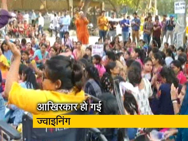Videos : रवीश कुमार का प्राइम टाइम:  रंग लाया एमसीडी के हजारों शिक्षकों का धरना
