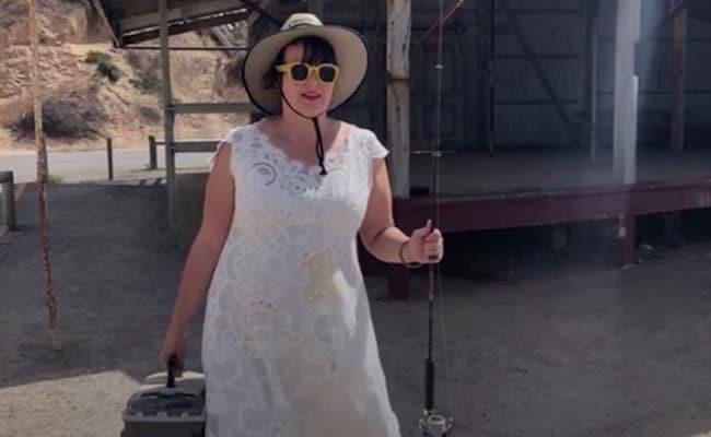 हर रोज़ अपनी शादी की ड्रेस पहनती है ये महिला, वजह बताते हुए बोली - भारत में घूमने के बाद...