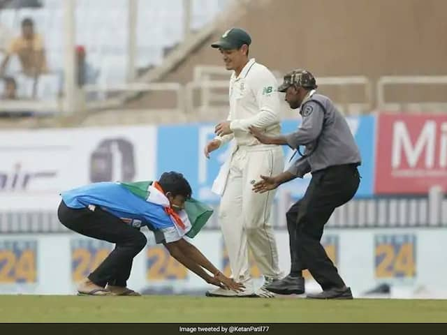 India vs South Africa: Quinton de Kock Amused As Fan Touches His Feet In Ranchi
