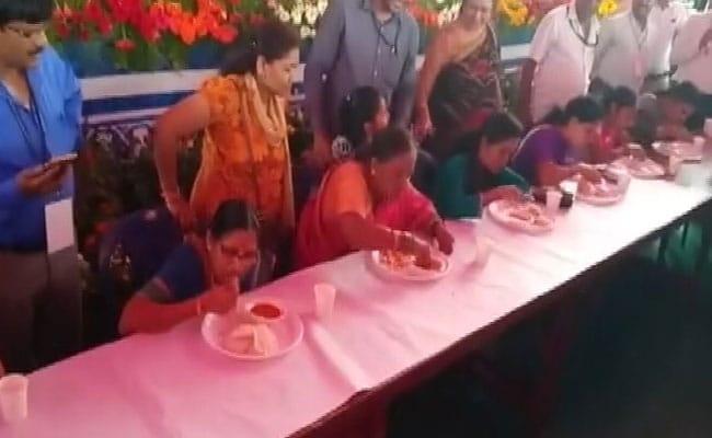 Wins Competition: இட்லி சாப்பிடும் போட்டி: வெற்றி பெற்ற 60 வயது பாட்டி!