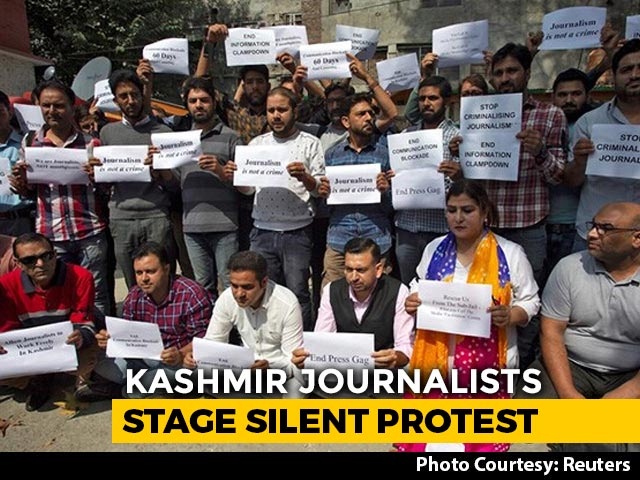 Video : Journalists In Kashmir Stage Silent Protest Against Communication Curbs