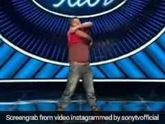 Indian Idol के मंच पर शर्टलेस होकर गाना गाने लगा कंटेस्टेंट, नेहा कक्कड़ का यूं आया रिएक्शन- देखें Video