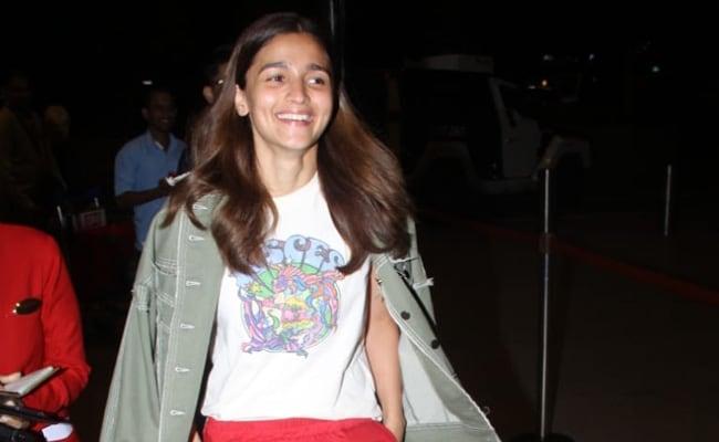 Viral: What Alia Bhatt Said When Paparazzi Asked About Fake Wedding Invite