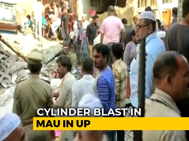 Video : 12 Dead After Building Collapses Following Cylinder Blast In UP