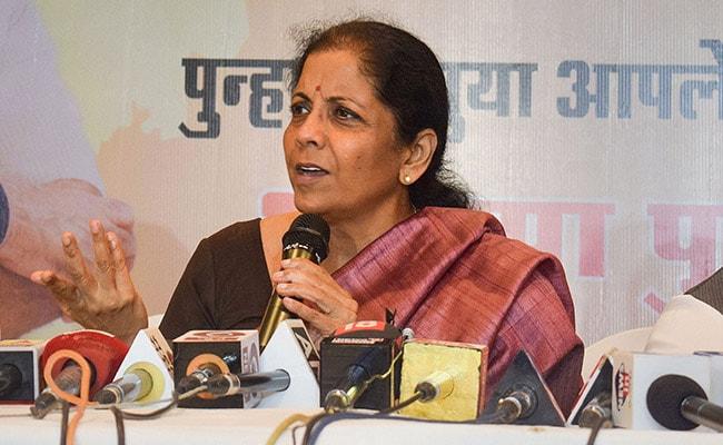 वित्त मंत्री निर्मला सीतारमण ने जीएसटी की खामियों को दूर करने के लिए कर विशेषज्ञों से मांगी सलाह