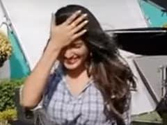 भोजपुरी स्टार आम्रपाली दुबे बना रही थीं TikTok वीडियो, अचानक आई छींक और फिर... देखें Viral Video