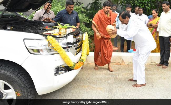On Vijayadashami, KCR Performs Vehicle And Ayudha Pujas At Home