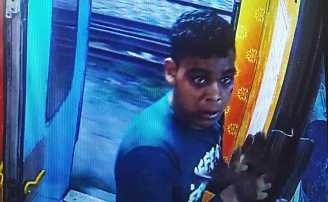 पर्स लूटने के बाद चलती ट्रेन से उतरकर भाग गया चोर, CCTV फुटेज से पुलिस ने पकड़ा