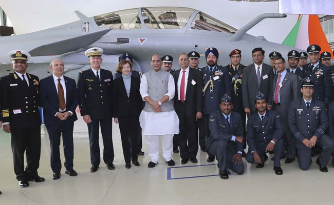 पहला राफेल मिलने के बाद बोले रक्षामंत्री Rajnath Singh, दूसरे देश को धमकाने के लिए हथियार नहीं खरीदता भारत