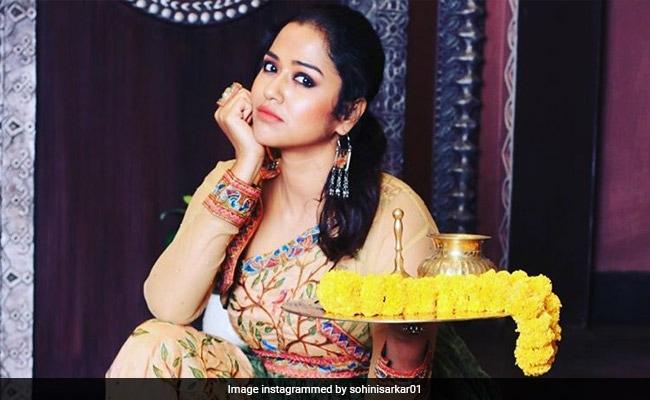 Viral: রাজরানি মিমি, ফুলের রঙ্গোলি আঁকলেন শুভশ্রী, মন্ডপে প্রিয়াঙ্কা