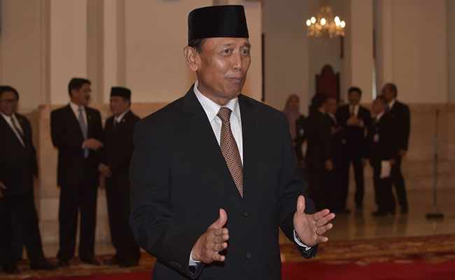 Suspected ISIS Terrorist Stabs Indonesian Security Minister