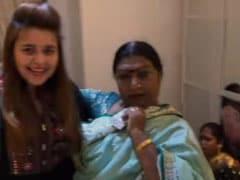 Viral Video: कपिल शर्मा के घर बधाई देने पहुंचे इन लोगों ने बाधां समां, मम्मी और पत्नी के साथ यूं किया डांस
