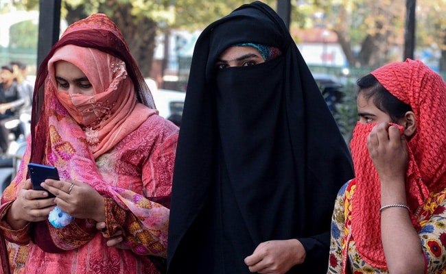 कश्मीर में बंद की गई SMS सेवा, सोमवार को ही 72 दिन बाद बहाल की गई थी पोस्टपेड मोबाइल सेवाएं