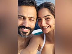 'Beach Bums' Sonam Kapoor And Anand Ahuja Left Their Hearts In Maldives, As These Pics Show