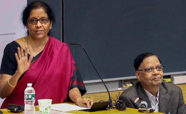 वित्त मंत्री निर्मला सीतारमण ने कहा- निवेशकों को पूरी दुनिया में भारत से बेहतर नहीं मिलेगी कोई जगह