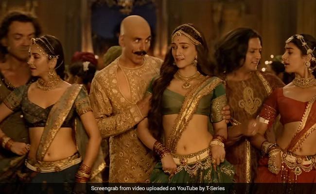 Housefull 4 Song Chammo: Akshay Kumar, Kriti Sanon And Others Celebrate Love In Sitamgarh