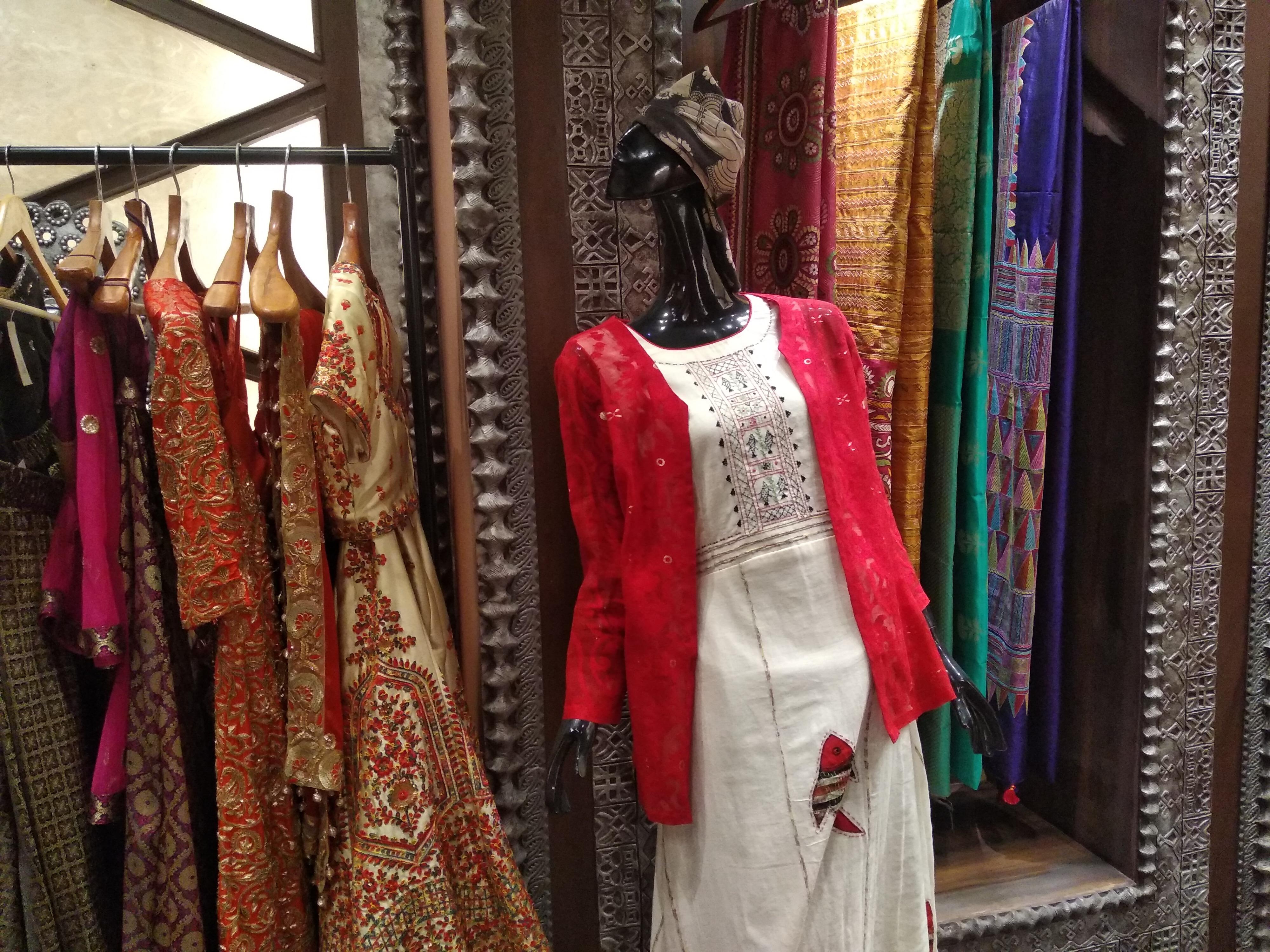 "Diwali Fashion : দীপাবলির সাজের সন্ধান শর্বরী দত্তের ""শূন্যতে """