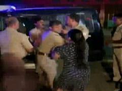 गाजियाबाद: पुलिसकर्मी ने महिला को दिया धक्का, VIDEO वायरल होने के बाद जांच के आदेश