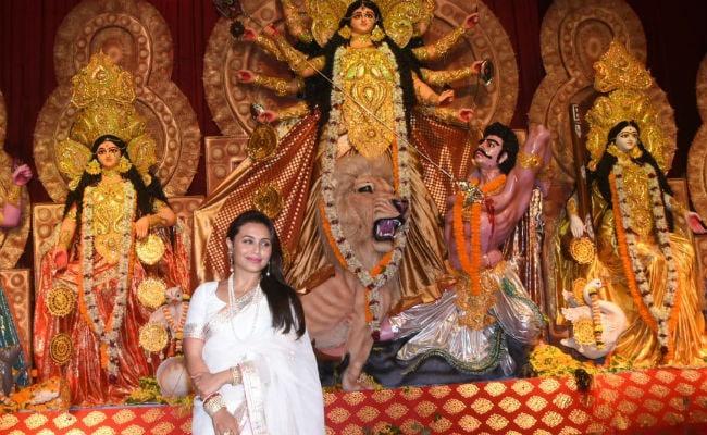 Inside Rani Mukerji And Jaya Bachchan's Durga Puja Celebrations