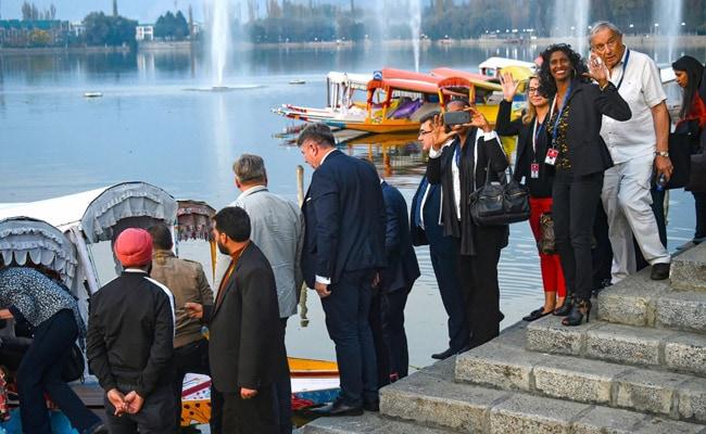 कश्मीर में विदेशी सांसदों को लाने वाली इंटरनेशनल ब्रोकर कौन है?