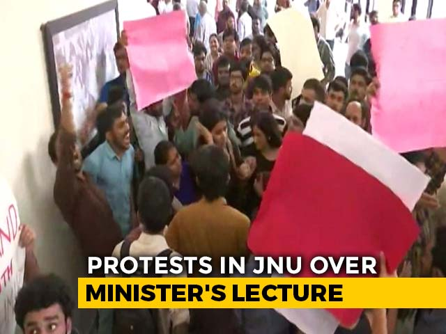 Video : Left Wing Students Of JNU Protest Against Minister's Presence