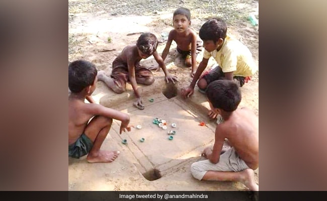 Why This Pic Of Children Playing Carrom Is 'Inspiring' For Anand Mahindra