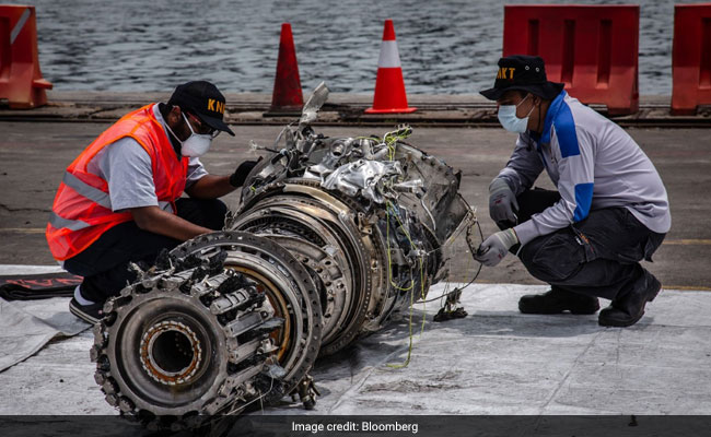 Moments Before Lion Air Crash, Pilots Frantically Looked For...