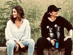 Seen This Pic Of Alia Bhatt's 'Priceless Moment' With 'Big Sister' Pooja Bhatt?