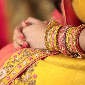 Karwa Chauth 2019: करवा चौथ के लिए चूड़ियों के 10 खूबसूरत सेट