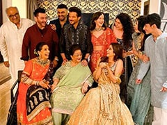 Diwali 2019: This 'Candid' Kapoor Family Photo Has An ROFL Backstory
