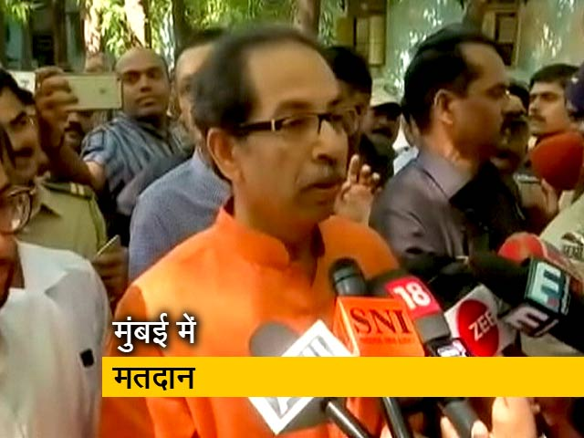 Videos : Maharashtra Election 2019: शिवसेना प्रमुख उद्धव ठाकरे ने डाला वोट