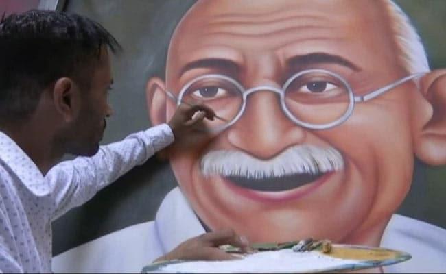 Amritsar-Based Man Paints Tribute To Mahatma Gandhi Ahead Of October 2