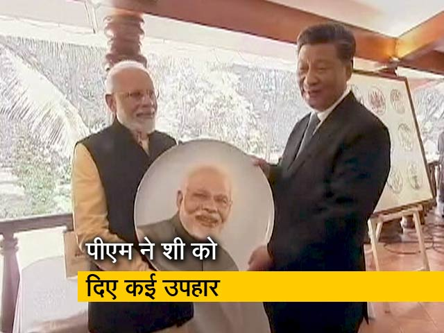 Videos : शिल्पियों से मिले चीन के राष्ट्रपति Xi Jinping और पीएम मोदी
