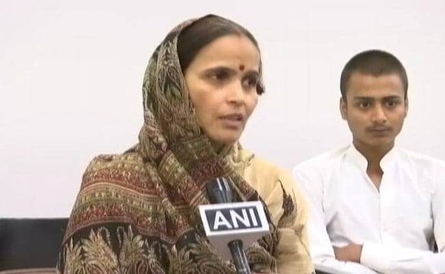सरकार से 15 लाख रुपए मिलने पर बोलीं कमलेश तिवारी की पत्नी- किसी BJP नेता का मर्डर होगा तो मैं दूंगी उसके परिवार को 30 लाख रुपए