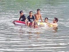 सलमान खान ने बच्चों के साथ तालाब में लगाए गोते, बोले- आपके भाई ने कल...Photo हुई वायरल