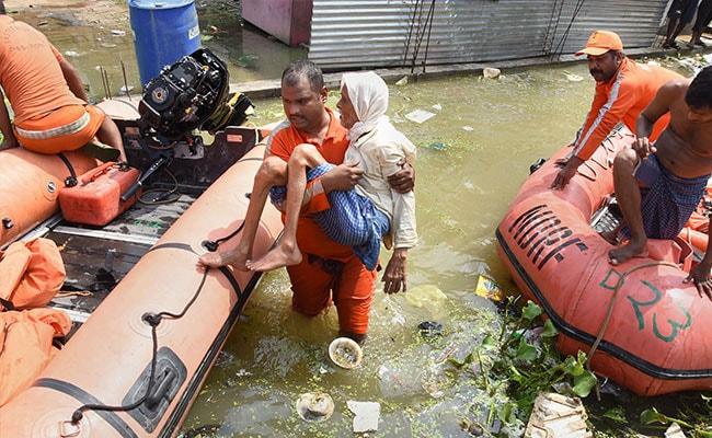 पटना में जल जमाव : नेताओं के एक वर्ग ने लोगों की सेवा की, दूसरे वर्ग ने वोट पाने की रणनीति बनाई