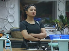 <i>Bigg Boss 13</i> Preview, October 10: Rashami Desai Will Break Down As Her Efforts Go Unnoticed By Housemates