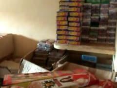 गाजियाबाद : गांव के घरों में बन रहे थे अवैध पटाखे, एक करोड़ का माल जब्त किया गया