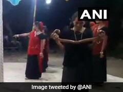 हाथ में सांप लेकर गरबा करने के आरोप में दो महिलाएं और एक युवती गिरफ्तार