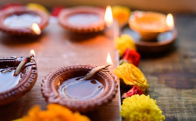 Amazon Diwali Sale 2019: 7 Gorgeous <i>Diyas</i> To Light Up Your Home