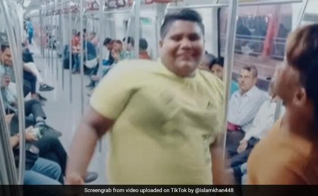 TikTok Top 5: मेट्रो के अंदर 'मुझको राणा जी माफ करना...' गाने पर लड़के ने किया धमाकेदार डांस, देखें VIDEO