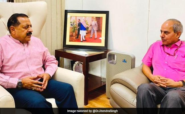 केंद्रीय मंत्री जितेंद्र सिंह से मिले PIB के DG एस धतवालिया, IIMC जम्मू में नए पाठ्यक्रमों की शुरुआत पर हुई बात