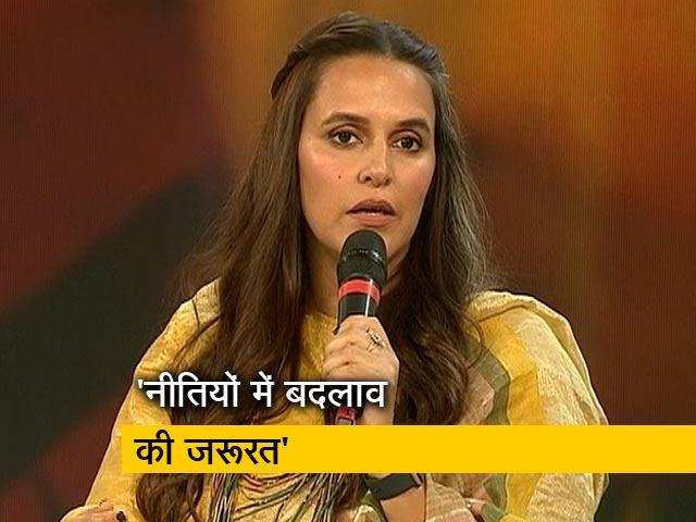 Videos : स्वस्थ इंडिया कार्यक्रम में नेहा धूपिया ने कहा- चर्चा करने और बात करने से ही बदलाव आएगा