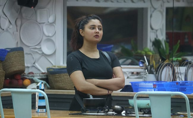 Bigg Boss 13 Preview, October 10: Rashami Desai Will Break Down As Her Efforts Go Unnoticed By Housemates