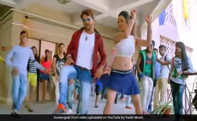 खेसारी लाल यादव ने 'भोजपुरी रैप' और डांस से कॉलेज में मचाया धमाल, बार-बार देखा जा रहा Video
