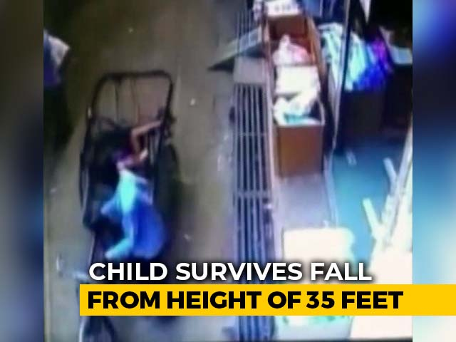 Video : Watch: 3-Year-Old Madhya Pradesh Boy Survives 35-Foot Fall Onto Rickshaw