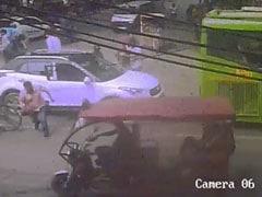 दिल्ली : नरेला में वीरेंद्र मान की हत्या की वारदात का सीसीटीवी फुटेज सामने आया